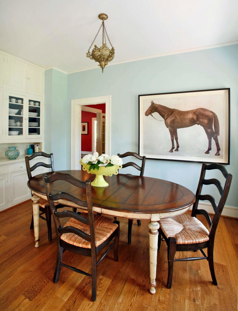 Adorable farmhouse dining table and chairs
