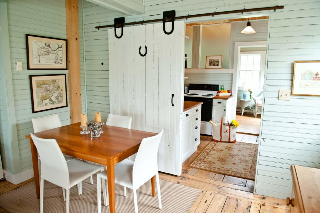 Awesome farmhouse dining room table