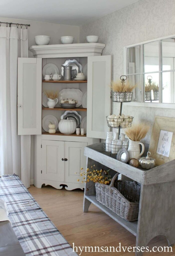 Timeless country dining room decor